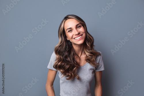 Fotografía  Beautiful woman smiling.