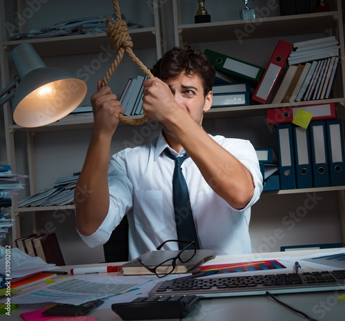 Cuadros en Lienzo  Man businessman working late hours in the office