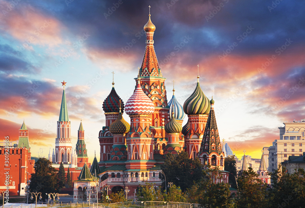 Fototapeta Moscow, Russia - Red square view of St. Basil's Cathedral at sunrise, nobody