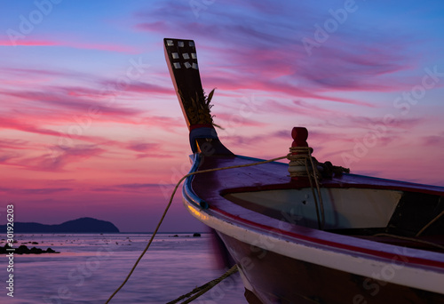 Traditional long-tail boat on the beach in Thailand Tablou Canvas