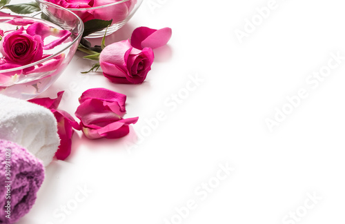 Spoed Foto op Canvas Roses Pink roses petals in bowl with towels and pure water over white.. Spa and wellness concept