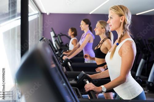 Poster Fitness Women running on treadmills