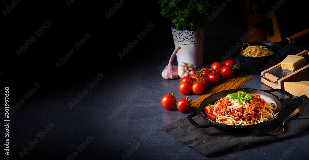 Fototapety, obrazy: wholegrain spaghetti with tomato sauce and minced meat