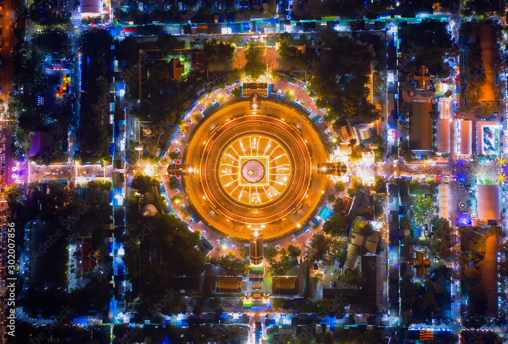 Fototapety, obrazy: Large golden pagoda Located in the community at sunset , Phra Pathom Chedi , Nakhon Pathom , Thailand .