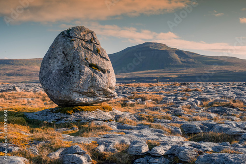 Vászonkép  The striking erratic boulders resting on the pavements around Ingleborough are some of the most endearing features of the Dales landscape