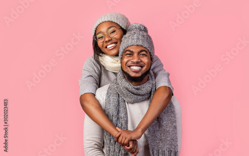 Poster Ecole de Danse Happy african woman hugging her man from behind, winter set