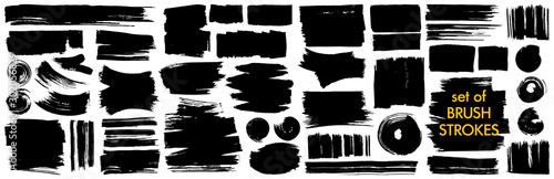 Papel de parede Collection of different ink brush strokes:rectangle,square and round freehand drawings