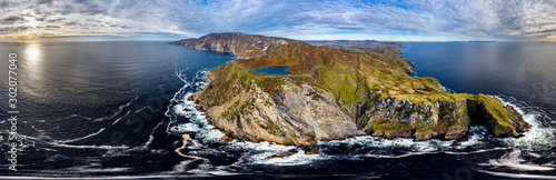 Papel de parede  Aerial of Slieve League Cliffs are among the highest sea cliffs in Europe rising
