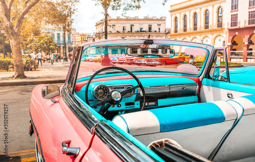 Pink old american classic car in Havana, Cuba Wallpaper Mural