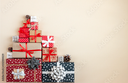Fotomural  big pile of christmas wrapped gifts