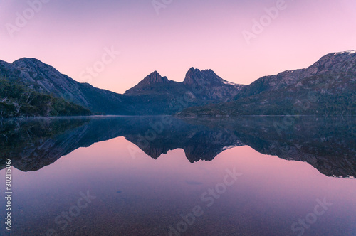 Poster Rose clair / pale Picturesque nature background with Cradle Mountain and lake at sunrise