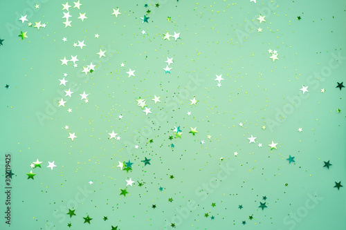 Foto  Scattered stars on a mint color background, Christmas, New year decorations