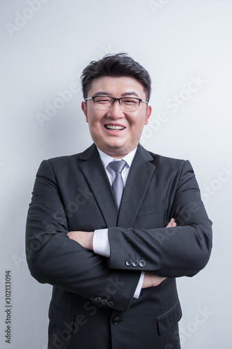 Fototapeta LWTWL0022010 Man standing aginst white wall obraz na płótnie