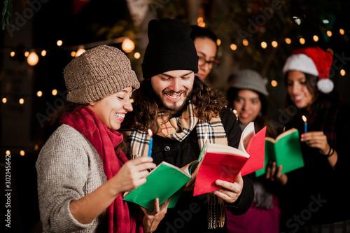 Fotografía  Mexican Posada, friends Singing carols in Christmas in Mexico