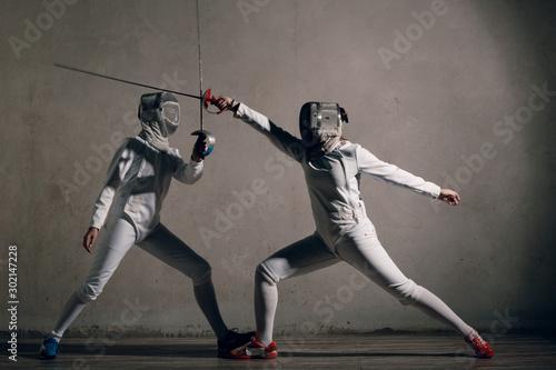 Fotografía  Fencer  with fencing sword. Fencers duel concept.