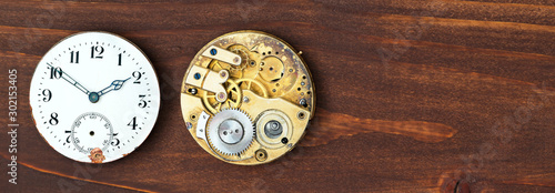 Cuadros en Lienzo  Time, timing concept, vintage pocket watch clock face and clockwork, web banner