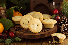 Mince Pies With Dried Fruit Fi...