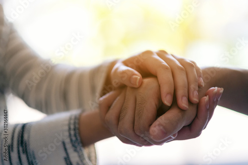 Cuadros en Lienzo A man and a woman holding each other hands for comfort and sympathy