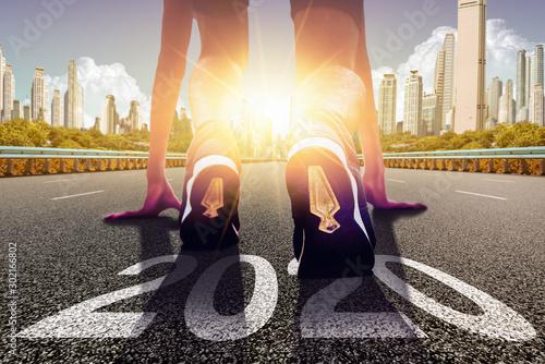 Αφίσα Start of people running on a street road with 2020 symbolises number and sunset light