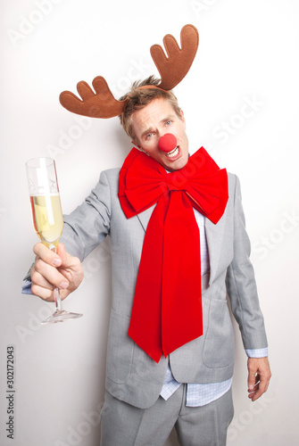 Red-nosed reindeer businessman's antlers tilting a bit after having too much Pro Fototapet