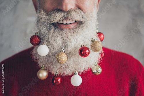 Fotomural Closeup cropped photo concept of old positive santa claus man colorful toy balls