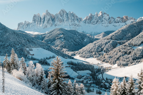 Photo  Winter panorama with white snow in Dolomites mountain, Italy.