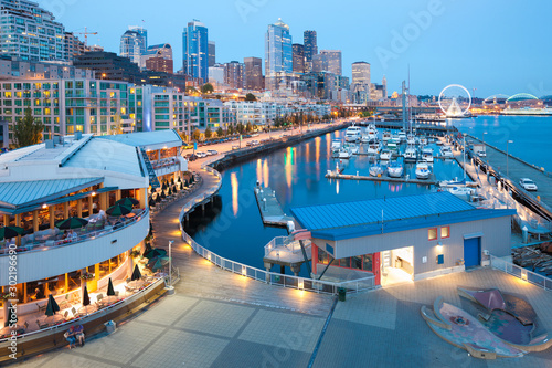 Obraz Waterfront overview at downtown Seattle, Washington, United States - fototapety do salonu