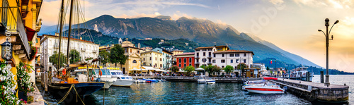 Fotografia old town of malcesine at the lago di garda