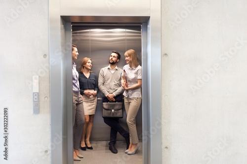 Fototapeta Business people waiting in elevator obraz