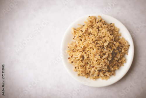 Fotografiet Healthy brown rice and quinoa dinner fully cooked