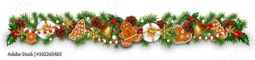 Photo Christmas border decorations garland with fir branches, gingerbread cookies, golden bells, holly berries and cones