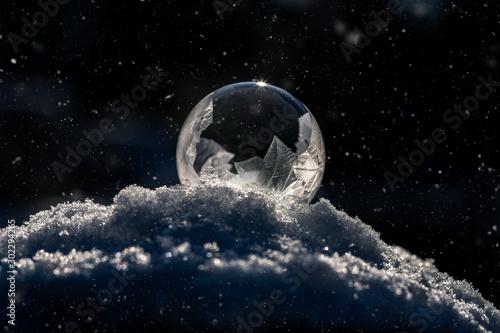 Macro of frozen soap bubble in winter Fototapet