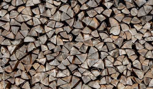 Foto op Plexiglas Brandhout textuur A pile of stacked firewood, prepared for heating the house.