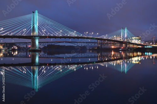 Foto op Aluminium Bruggen Bridge City Reflection