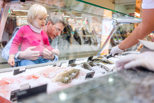 Family Buying Fish In The Supe...