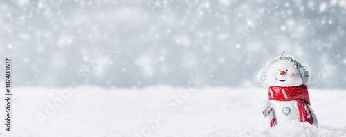 Cuadros en Lienzo  Snowman toy on winter background