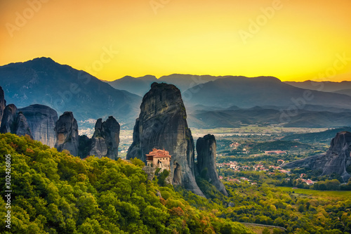 Fond de hotte en verre imprimé Jaune de seuffre Landscape with monasteries and rock formations in Meteora, Greece. during sunset.