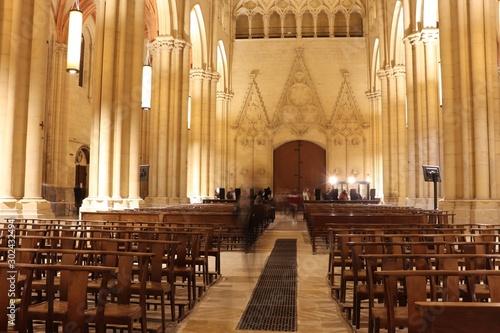 Obraz Cathédrale Saint Jean dans la ville de Lyon - Département du Rhône - France - Vue intérieure - fototapety do salonu
