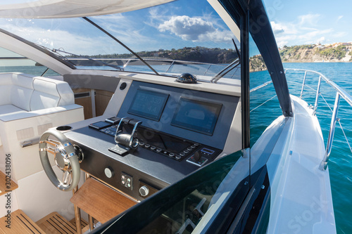 luxury motor yacht cockpit view Fototapete
