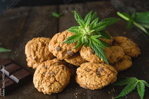 Fotografía  Chocolate chip cookies with marijuana