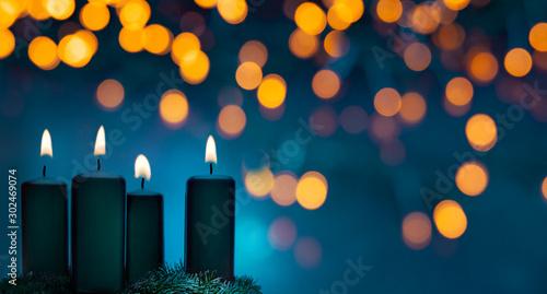 Leinwand Poster Vier brennende Weihnachtskerzen auf einem Adventskranz
