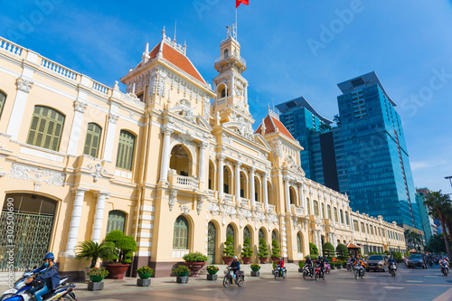 Foto  The People's Committee of Ho Chi Minh City with blue sky in Ho Chi Minh, Vietna
