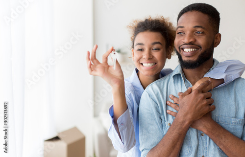 Fényképezés African American Couple Holding Key Embracing Standing In New Flat