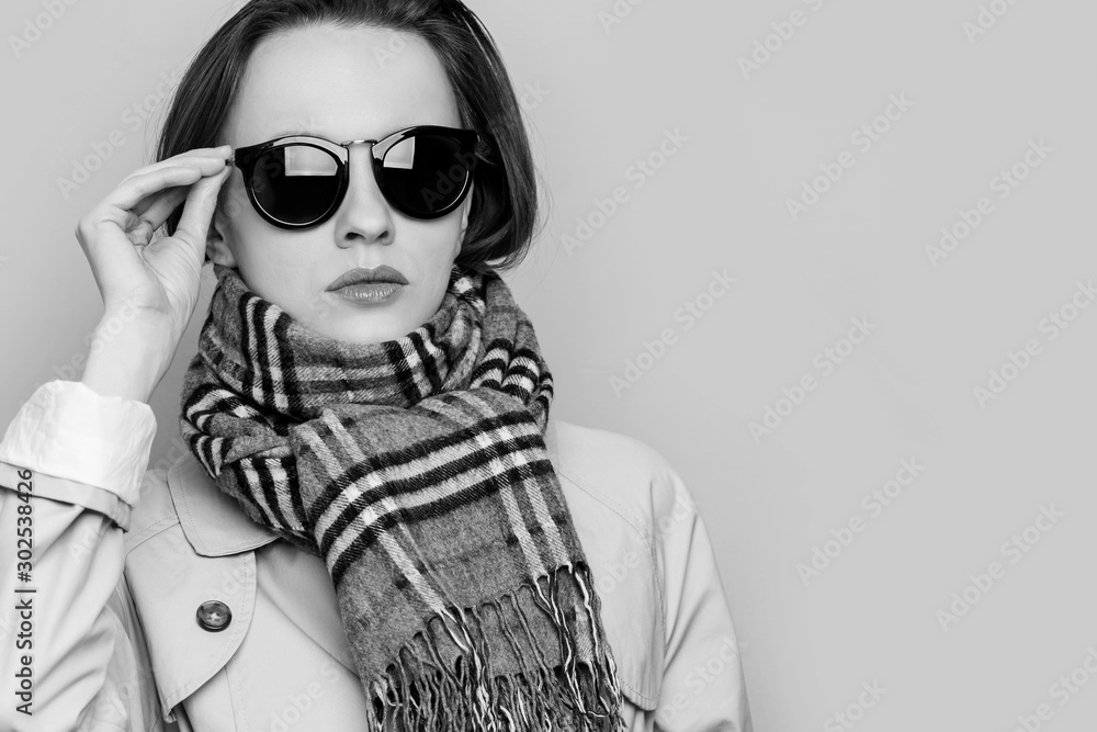 Fototapeta Beautiful Young Stylish Girl in Trench Coat and sunglasses. Autumn beauty woman