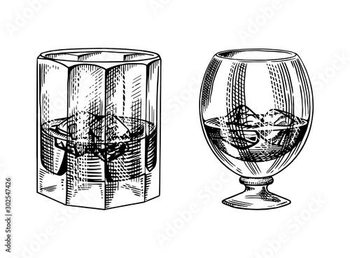 Valokuvatapetti Vintage glass of whiskey