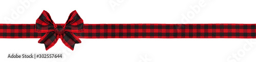 obraz PCV Red and black buffalo plaid Christmas gift bow and ribbon. Long border isolated on a white background.