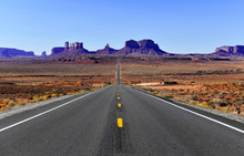 Road Into The Red Rock Desert ...