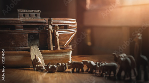Canvastavla Noah's Ark with animals entering before great flood, story in Bible, Wood carving doll, christian concept