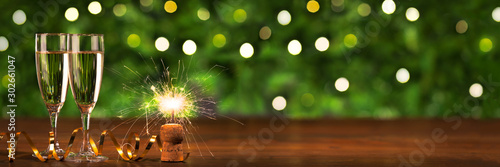 Fotografía  New Year'eve banner, Toast champagne Christmas lights background