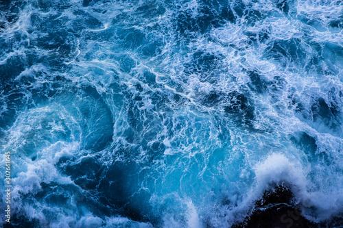 Fotografía  Violent energetic waves crashing on a rock in Sydney Australia
